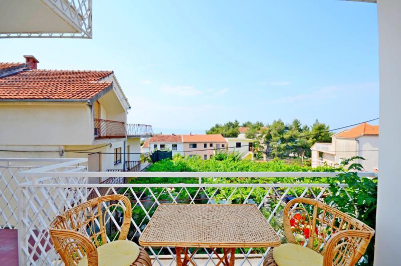 Apartment Valerija - 39951-A1 - Image 1 - Podstrana - rentals