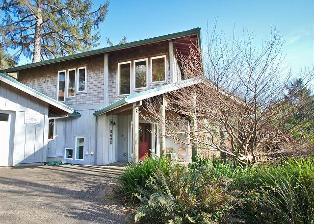 BEACHCROFT~Spacious, Bright, and Cheery three storie home  in Manzanita OR - Image 1 - Manzanita - rentals