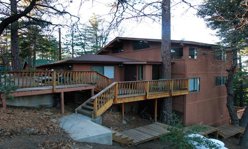 3 Bedroom, 2 Bath, Sleeps 6, Wifi, Pets Ok: Large 3 BR 2 BA secluded home in Pine Cove. Backs up to woods. Large decks. - Cedar View - Idyllwild - rentals