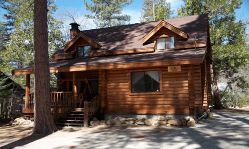 3 Bedroom 2 Bath sleeps 10 pets ok: Lovely 3 Bedroom 2 Bath log cabin within easy walking distance to the village. Great front porch with swing, poster bed upstairs, and large rock fireplace in living room. - Phoenix House - Idyllwild - rentals