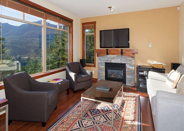 Cozy Living Room with Gas Fireplace, Flat Screen TV - Taluswood the Bluffs 13 | 2 Bed Townhome with Ski Access, Shared Hot Tub - Whistler - rentals