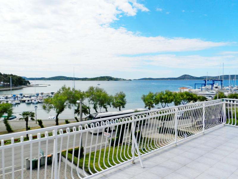Apartment and Rooms Vinko - 22651-A1 - Image 1 - Vodice - rentals