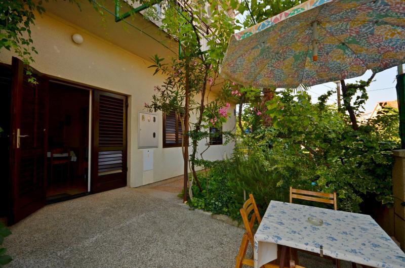 Apartments Amalija - 23081-A1 - Image 1 - Vodice - rentals