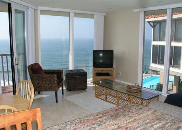 Living Room - 1 Bedroom, 1 Bathroom Vacation Rental in Solana Beach - (DMST25) - Solana Beach - rentals