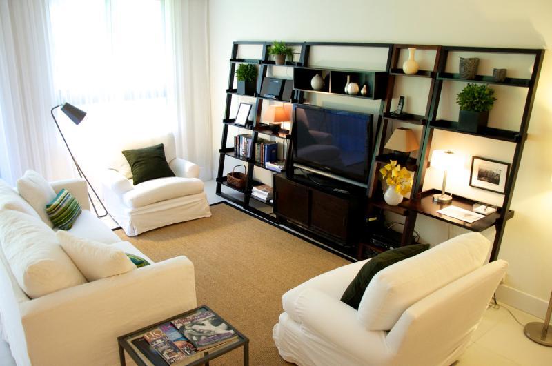 Livingroom - Beachfront property. Contemporary. Beach, pools... - Key Biscayne - rentals