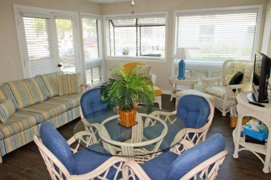 First Floor Condo in an Awesome Community Only A Block to the Beach 17165 - Image 1 - Myrtle Beach - rentals