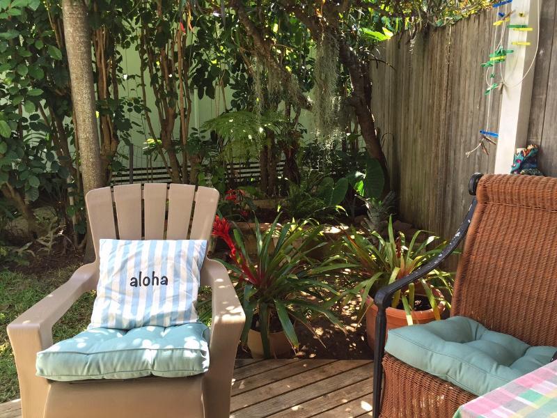 tropical outdoor seating - Garden Studio - Kailua - rentals