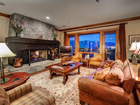 Spacious Living Room with Fireplace, Flat Screen TV, and Breathtaking Views - Incredible 4BR Platinum Rated Ski In/Ski Out Hummingbird Condo in Exclusive Bachelor Gulch with Ritz Carlton Access - Beaver Creek - rentals