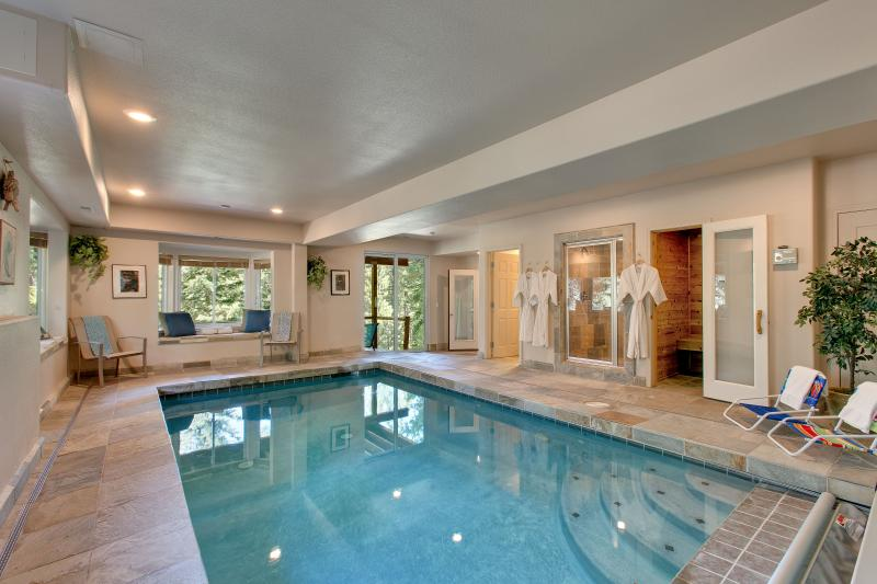 Indoor heated pool and more! Stay at Splendid View Lodge. - Indoor heated pool and more!! Splendid View Lodge. - South Lake Tahoe - rentals