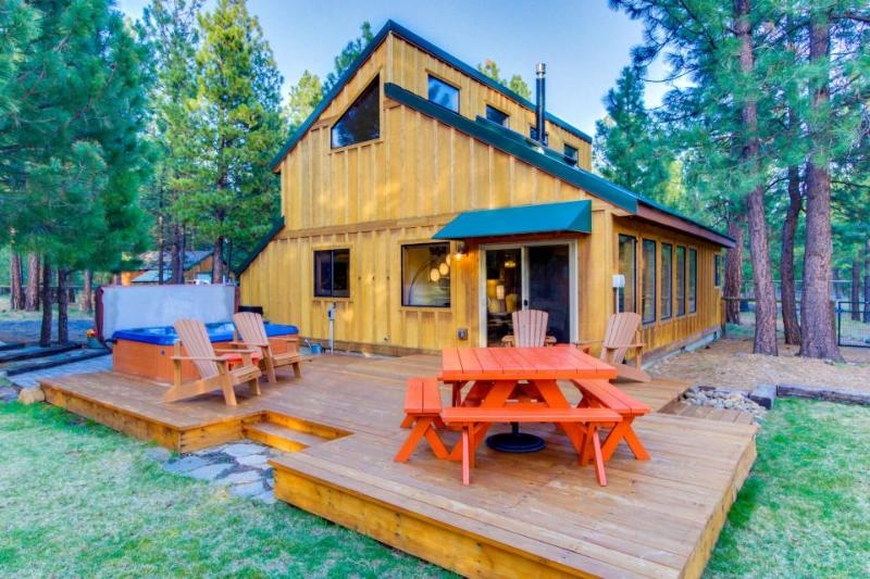 Sisters Tollgate Retreat with Hot Tub & WiFi - Image 1 - Sisters - rentals