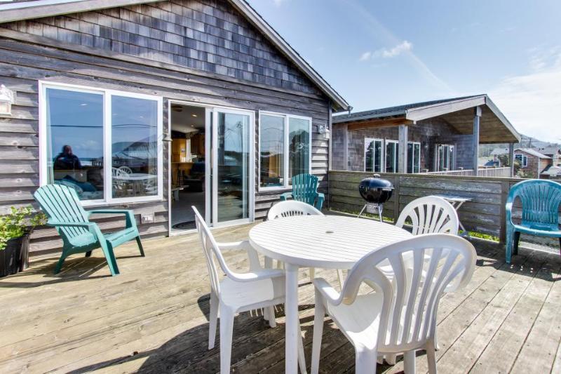 Ocean view, private hot tub, pet-friendly! - Image 1 - Rockaway Beach - rentals