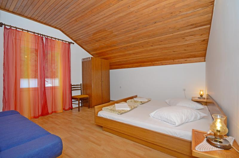 Apartments and Rooms Stjepan - 31771-S1 - Image 1 - Zastrazisce - rentals