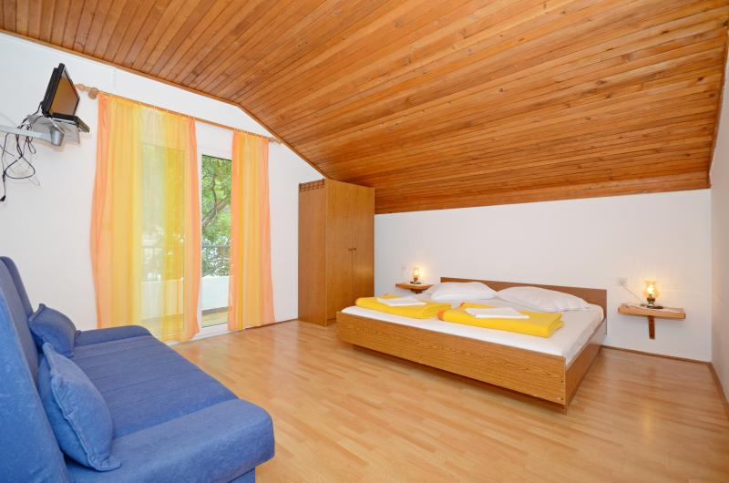 Apartments and Rooms Stjepan - 31771-S3 - Image 1 - Zastrazisce - rentals