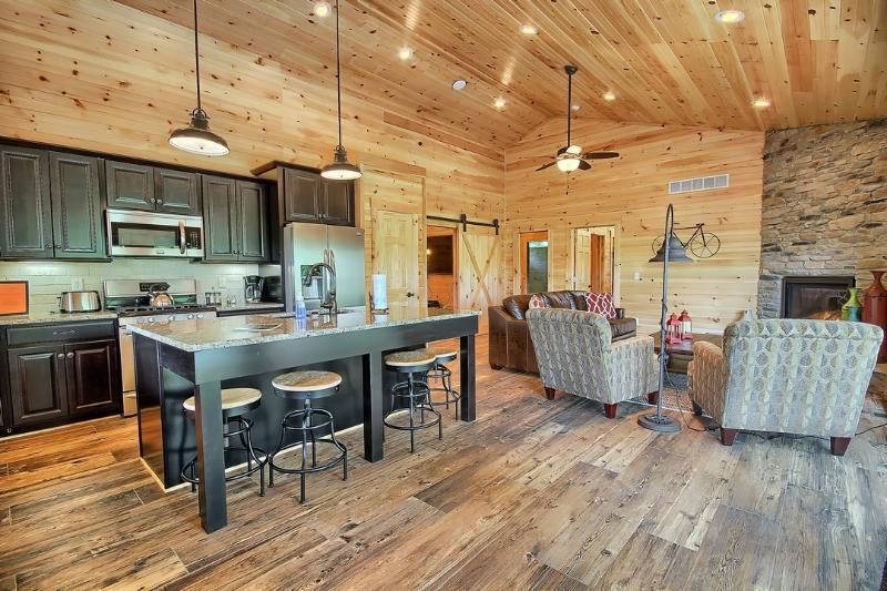 1200 sq ft - Hocking Hills Luxury Lodging - Logan - rentals