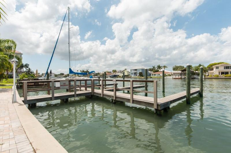 Brightwater Cay #3 - Image 1 - Clearwater Beach - rentals