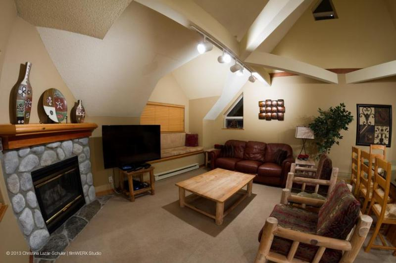 The living room on the left and the dining room on the right. The kitchen is also on the right side. This is a large welcoming space for friends and family to gather. - Lake Placid Lodge: Large 4 Bd townhouse by Creekside Gondola, Hot Tub, Pool - Whistler - rentals