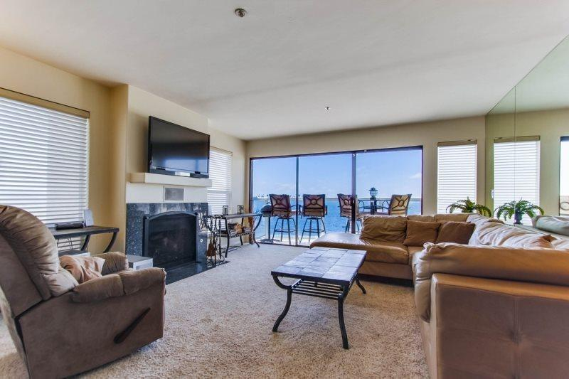 Joey`s Riviera Villas Condo - Open living room with view of the Bay - Joey's Riviera Villa at Beautiful Mission/Sail Bay - Pacific Beach - rentals