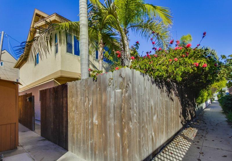 Mission Beach 3 bedroom house only one block from the ocean and a half a block to Sail Bay - In between the beach and the bay! Fenced Yard, BBQ, Bikes, Wifi - Pacific Beach - rentals