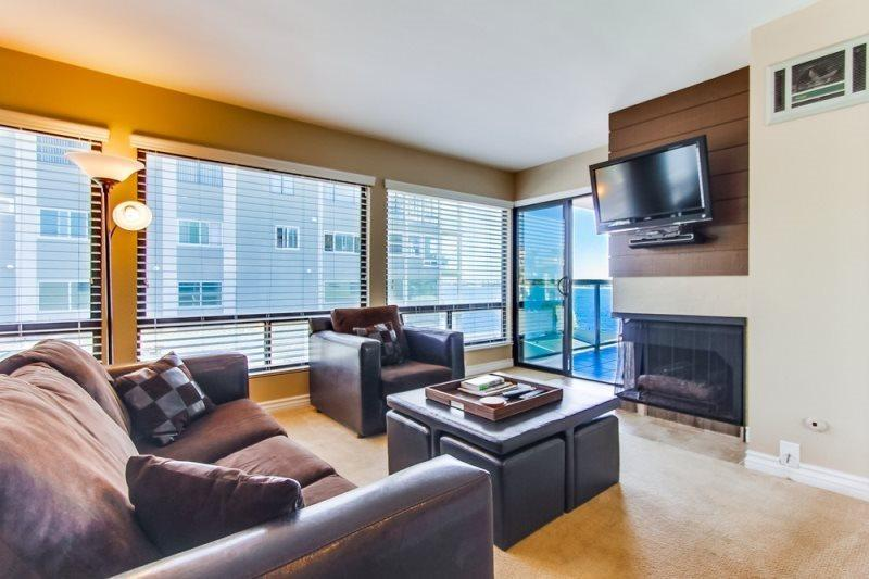 Living room with an incredible view of the water - Elaine's Riviera Villa Condo at Mission/Sail Bay - Pacific Beach - rentals