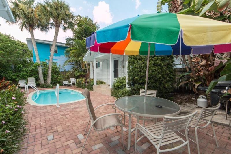 Sunshine Cottage - Image 1 - Clearwater Beach - rentals