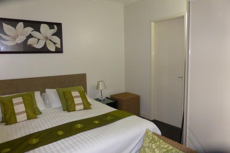 AMAZING, LUXURIOUS, BEAUTIFUL so say my guests - Image 1 - Palm Cove - rentals