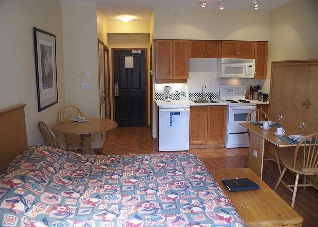 Alpenglow 402 - Convenient central location with free WiFi - Image 1 - Whistler - rentals