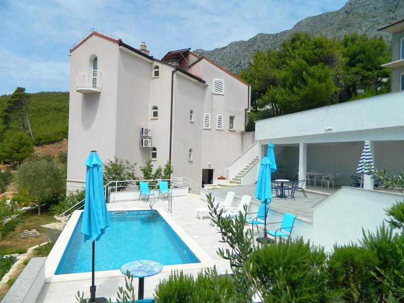 House with a pool - Charming apartment with swimming pool and sea view - Lokva Rogoznica - rentals