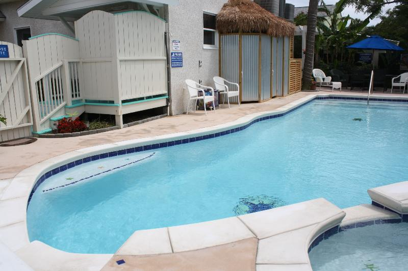 """Large pool, hot tub, shower, bathrm, eating area just outside your back door. - """"The Fiddler"""" Sleeps 2 or 4, walk to beach & pool - Tybee Island - rentals"""