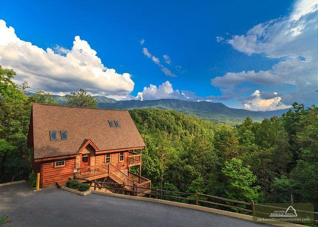 Luxury Lookout  Private Mountain Views Hot Tub Pool Table  Free Nights - Image 1 - Gatlinburg - rentals
