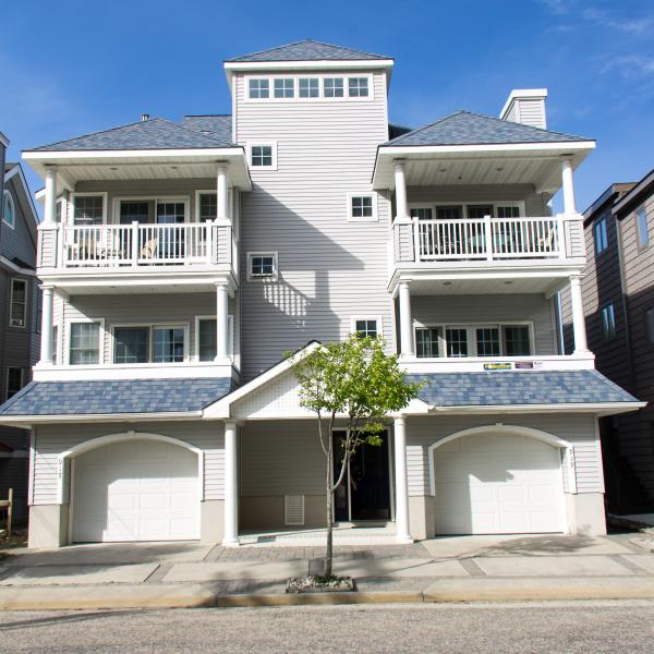 Front Of House - One House From Beach on 3rd with Ocean Views - Ocean City - rentals