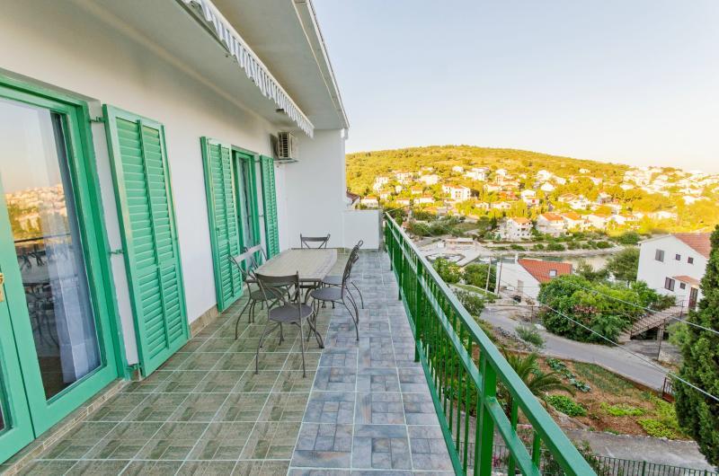 Apartments Mladenka - 44051-A2 - Image 1 - Okrug Gornji - rentals