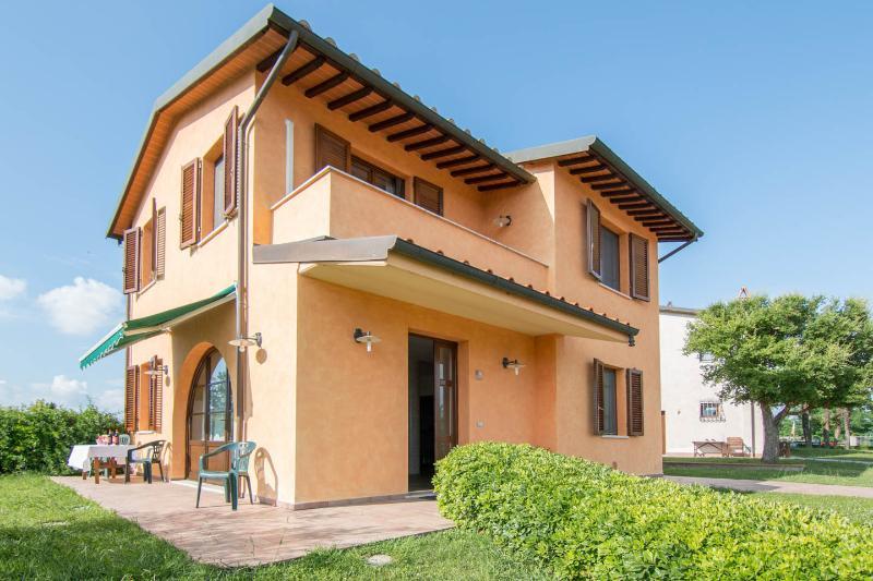 Villa Maura in Tuscany: pool, private garden & BBQ - Image 1 - Fucecchio - rentals