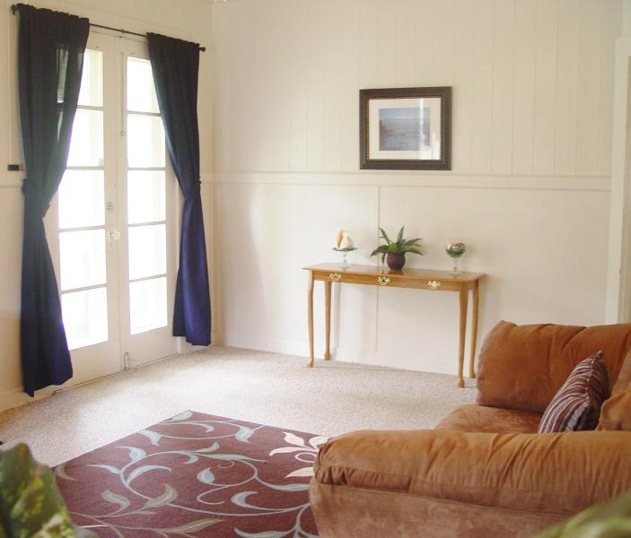 French doors to outdoor lanai/porch - Hilo Country Cottage - Hilo - rentals