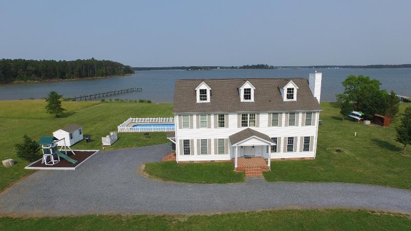 Wonderful 5 BR 3 1/2 BA Waterfront Home with private lighted dock - Yr Round Waterfront Home w/ Dock & Pool - Slps 18 - Cambridge - rentals