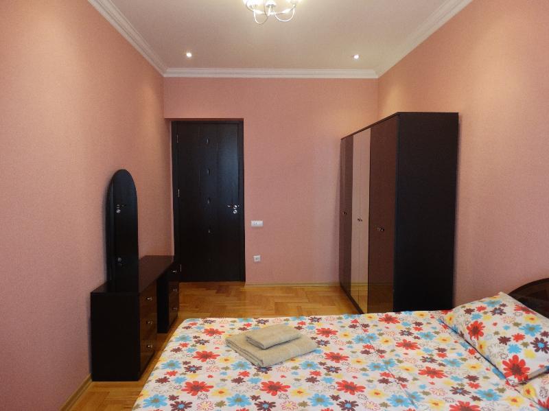 Luxury 2 Bedrooms Apartment close Rustaveli Avenue - Image 1 - Tbilisi - rentals