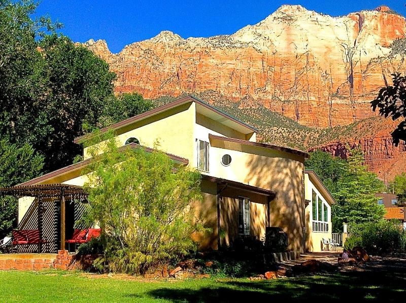 Zion Vacation Home a perfect place for family/friends at the mouth of Zion National Park - 6 BR Villa Downtown Springdale Zion N Park Sleep14 - Springdale - rentals