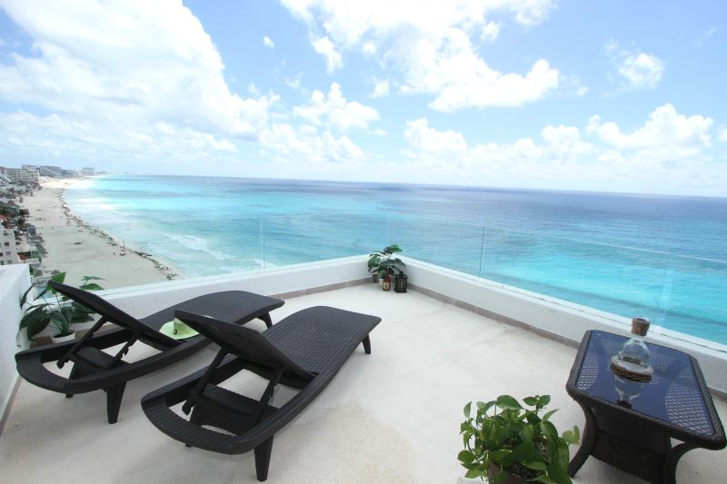 Ocean Front Penthouse 3000 private balcony - Ocean Front Penthouse 3000 updated Oct '14 - Cancun - rentals