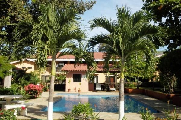 Valle Escondido, pool area - Valle Escondido, fun loft style condo close to the beach - Playas del Coco - rentals