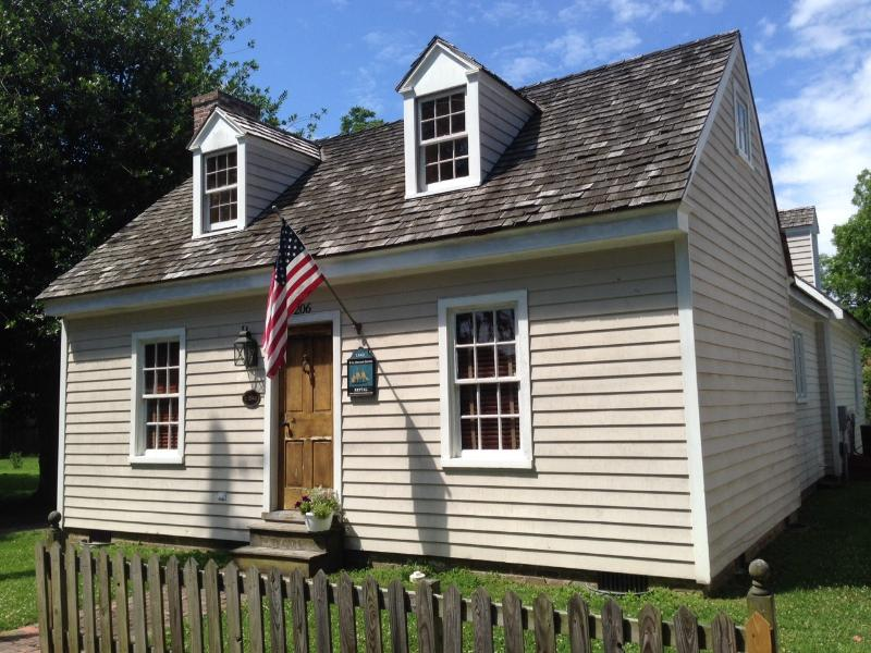 Front of W Melson House - Location Location! St Michaels-- In Town Cottage! - Saint Michaels - rentals