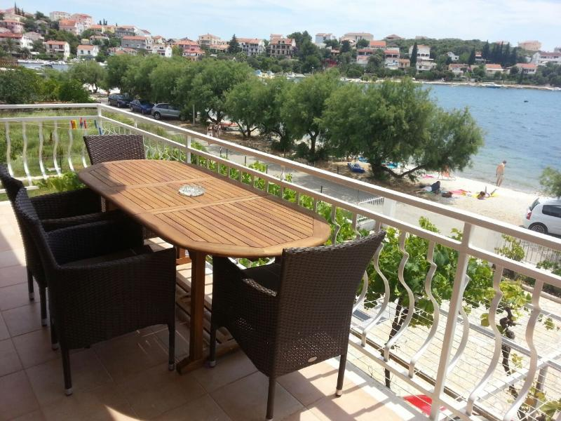 BIG PRIVATE TERRACE WITH A  AMAZING SEA VIEW - BEACHFRONT APARTMENT 3 BEDROOMS, 3 BATHROOMS, - Trogir - rentals