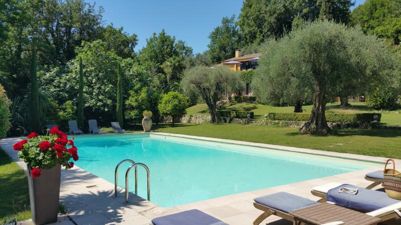 HOUSE AND POOL - Gorgeous 5 Bedroom Villa - Interior Designer's Property-30 mins from Cannes - Le Bar-sur-Loup - rentals