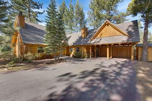 front of this classic on of a kind log home - Log Lodge - Tahoma - rentals