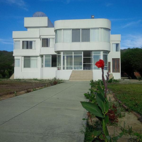 Amazing Beachfront Villa/ Casa frente a la playa - Image 1 - Manta - rentals