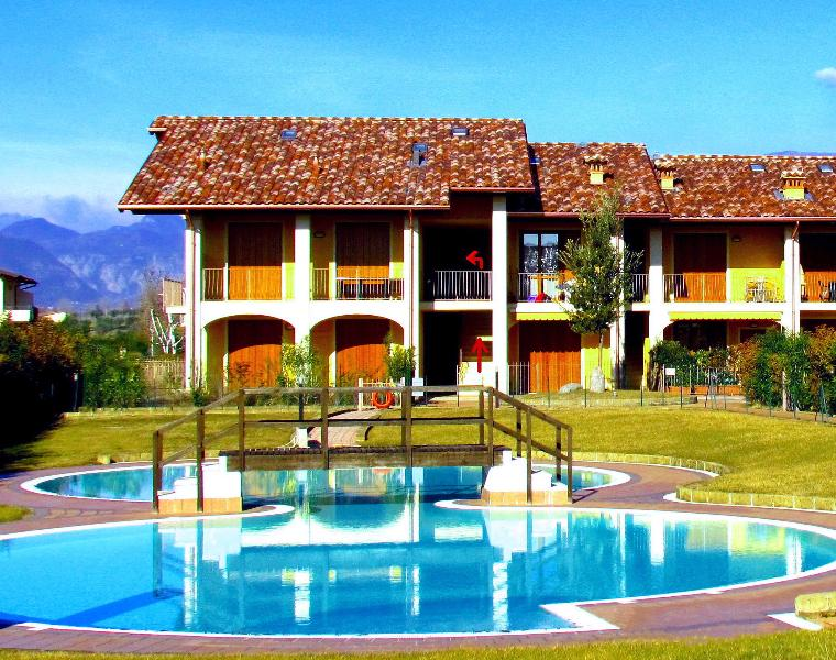 internal courtyard with pool - Comfortable flat, x 4, with pool, 900mt fm beaches - Puegnago sul Garda - rentals