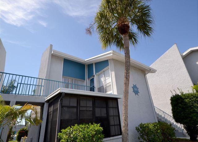 Madeira Beach Yacht Club 231-F Cheerful upper level one bedroom - Image 1 - Madeira Beach - rentals