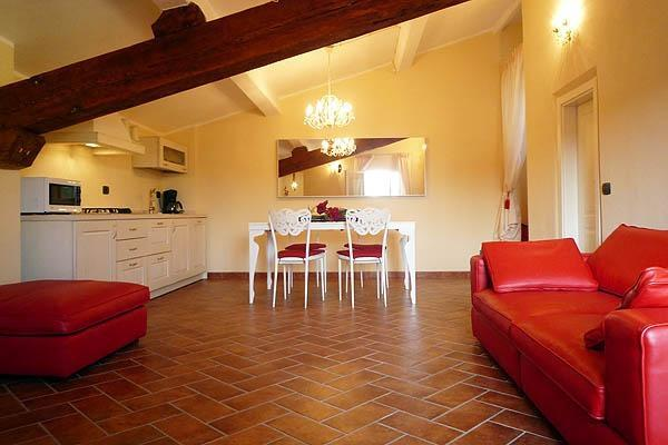 Bright 4 Bedroom Apartment in Duomo Area of Florence - Image 1 - Italy - rentals