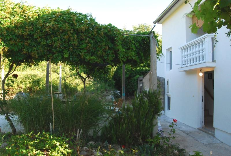Late summer in a house on the island- for 6! - Image 1 - Lukoran - rentals
