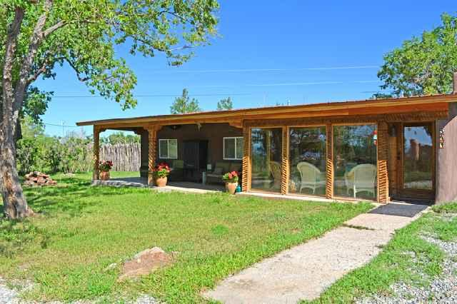 Mountain view portal and year round sun room on right extends living area - Cabin de Artistas (Cabin of Many Artists) - Arroyo Seco - rentals