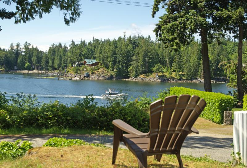Relax and watch the boats sail by - Shores cottage waterside home - Madeira Park - rentals