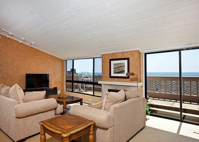 Living Room, deck and view - 2 Bedroom, 2 Bathroom Vacation Rental in Solana Beach - (SUR143) - Solana Beach - rentals